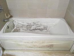 Bathtub in poor condition in Kapolei, needs to be reglazed.